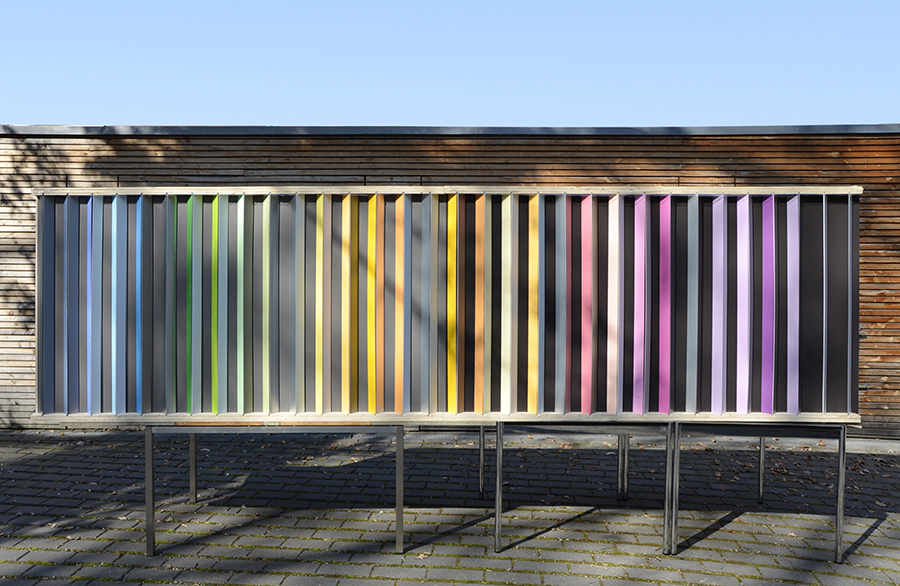 Bild Bemusterung von Farbtönen für das Marrahaus Heilbronn im Maßstab 1:1 zur Kontrolle der Kontrastwirkungen, Licht– und Schattenwirkungen und Blickperspektiven, Foto Axel Buether
