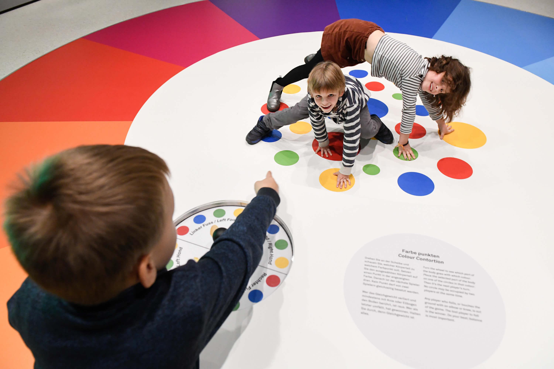 Farben illustrieren nicht nur, sie bilden auch Strukturen, Ordnungen oder Spielregeln ab. © N. Klinger